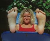Freezeframe Photography - facing feet first