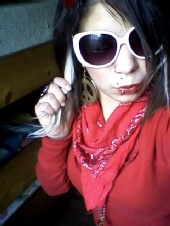 Lesly XCupCakesX - LOL me and my big glasses XD ROFL my fav
