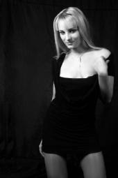 Daya - black&white