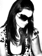 Mel - Modelling sunglasses