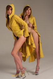 Mel - Yellow coat