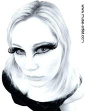 Holly Zoe - Beauty Shot