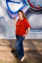 Julie Raelyn - Centro Cultural de la Raza2