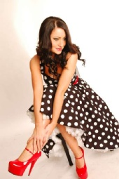 Flossy - Polka-dot dress and red shoes