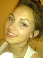 elizabeth davies - minimal make up natural face shot